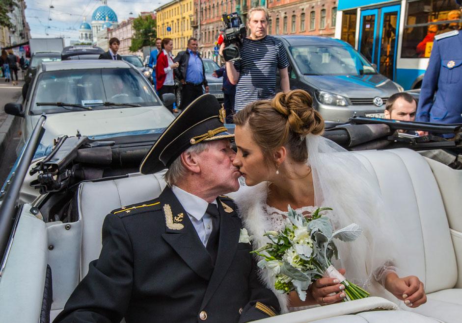 Boda entre el actor Iván Kraskó y Natalia, su antigua alumna, en San Petersburgo