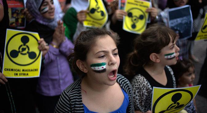 Une action de protestation contre l'utilisation des armes chimiques en Syrie devant le siège de l'Onu à New York, le 21 août 2013.