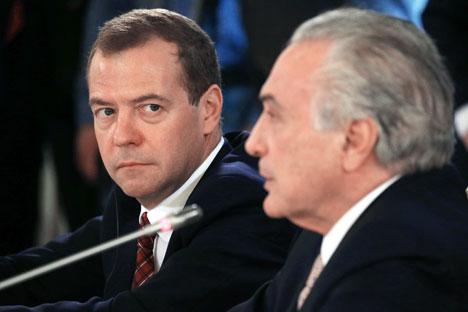 Dmitri Medvédev (a la izquierda) junto con el vicepresidente brasileño Miguel Elias Temer en la conferencia de prensa tras el encuentro celebrado la semana pasada.