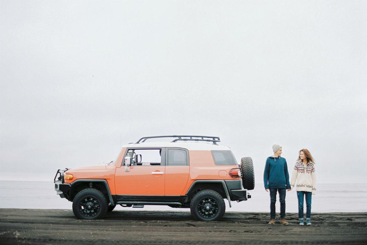 """""""Seit vielen Jahren reisen wir durch Russland. Kamtschatka war schon immer unser Traumziel. Stellt es euch nur vor: 150 Vulkane und Geysir-Täler (die gibt es nur 5 Mal auf der Welt: in den USA, in Island, Neuseeland und auf Russlands Kamtschatka). Schon beim Anflug verliebt man sich in die Landschaft. Da hilft nichts."""""""