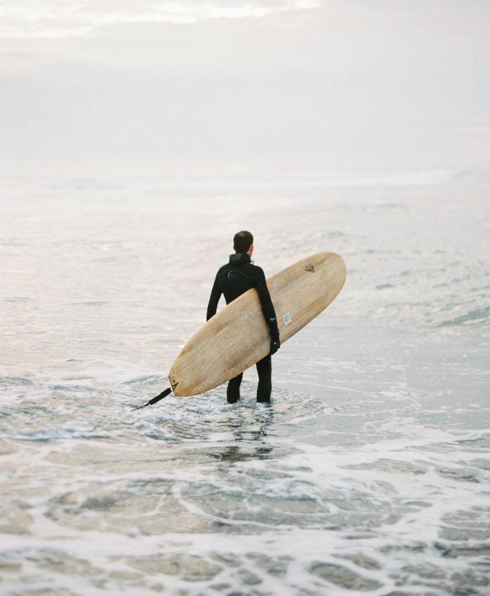 »Nadenejo si vodne obleke in rokavice in deskajo poleg radovednih tjulnjev.«
