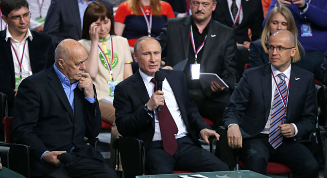 Stanislav Govorukhin, co-chairman of the Central Headquarters of the All-Russia People's Front, Russia's president Vladimir Putin, and Alexander Brechalov, co-chairman of the Central Headquarters of the All-Russia People's Front, (L-R front) at a plenary session of the First Media Forum of Independent Regional and Local Media organised by the All-Russia People's Front.