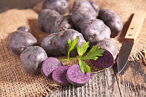 """Die violett-amethystfarbige Kartoffelsorte Tschudesnik (zu Deutsch: """"Wunderding"""") ist reich an Antioxidantien und Vitamin C."""