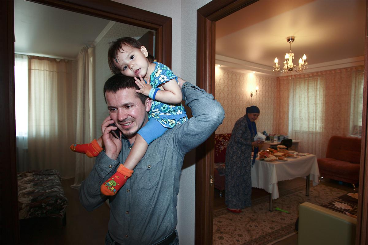 "Keluarga Presiden Yayasan ""Yardem"" Ilham Ismailov tinggal di ibu kota Republik Tatarsan Kazan. Setiap tahun, Ismail dan istrinya Viktoria menyajikan berbagai hidangan dan mengundang keluarga dan teman-teman mereka untuk berkunjung ke rumahnya."
