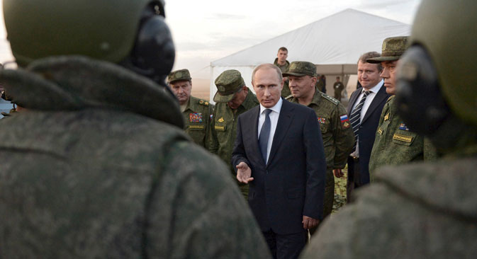Russian President Vladimir Putin (C) talks to servicemen during a training exercise at the Donguz testing range in Orenburg region, Russia, September 19, 2015.