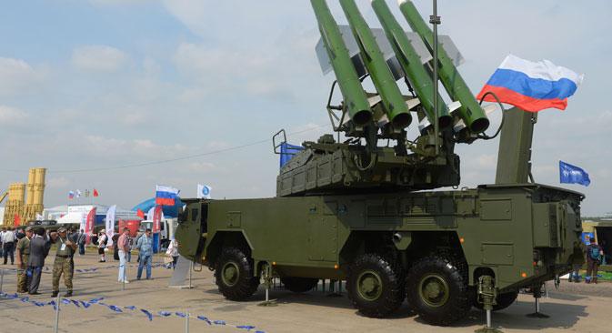 Sistem rudal darat-ke-udara BUK-M2E dipamerkan selama pameran penerbangan dan ruang angkasa internasional MAKS 2015 di Zhukovsky, dekat kota Moskow.