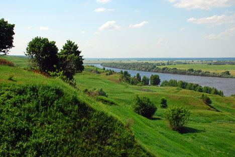 Sungai Oka di dekat desa Konstantinovo, tempat kelahiran Yesenin.