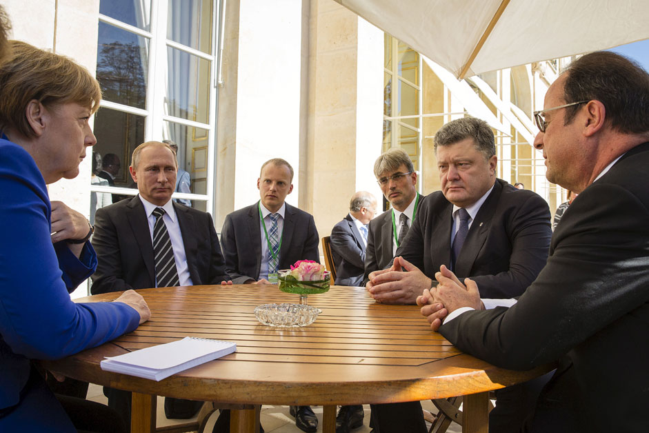 (R-L, clockwise) French President Francois Hollande, German Chancellor Angela Merkel, Russian President Vladimir Putin and Ukrainian President Petro Poroshenko attend a meeting in Paris, France, October 2, 2015. France hosts a meeting with leaders of Russia, Germany and Ukraine in Paris for talks about Ukraine which were likely to be overshadowed by the conflict in Syria.