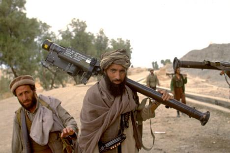 """Pada April lalu, harian The Wall Street Journal, mengutip keterangan beberapa pejabat Timur Tengah dan AS, melaporkan bahwa CIA dan mitra regionalnya sedang mempersiapkan """"Rencana B"""" di Suriah yang mencakup pengiriman berbagai jenis senjata antipesawat untuk para pemberontak."""