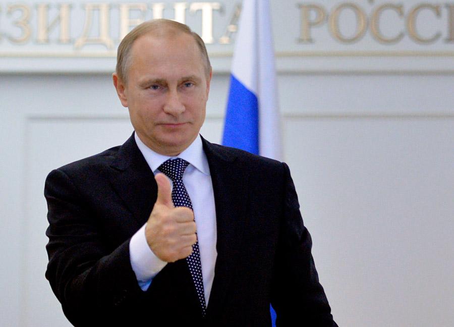 23 Desember 2014, Moskow. Vladimir Putin tak bisa menahan emosinya saat menyaksikan peluncuran roket Angara dari kosmodrom Plesetsk.