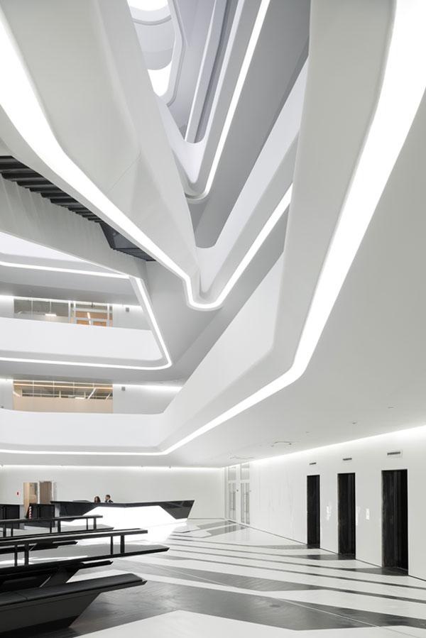 L'idée de cet immeuble de bureau fantaisiste est née en 2004. Il a fallu plus de dix ans au constructeur russe DominionM pour donner vie à ce complexe de bureaux innovants qui « ne deviendrait jamais obsolète ».