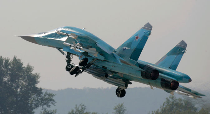 Jet tempur Sukhoi Su-34 lepas landas selama pameran internasional MAKS-2007 di Zhukovsky, luar Moskow, 23 Agustus 2007.