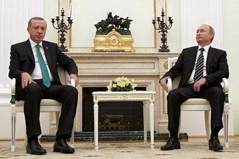 Presiden Rusia Vladimir Putin (kanan) bertemu dengan Presiden Turki Tayyip Erdogan di Kremlin, Moskow, Rusia, 23 September 2015.