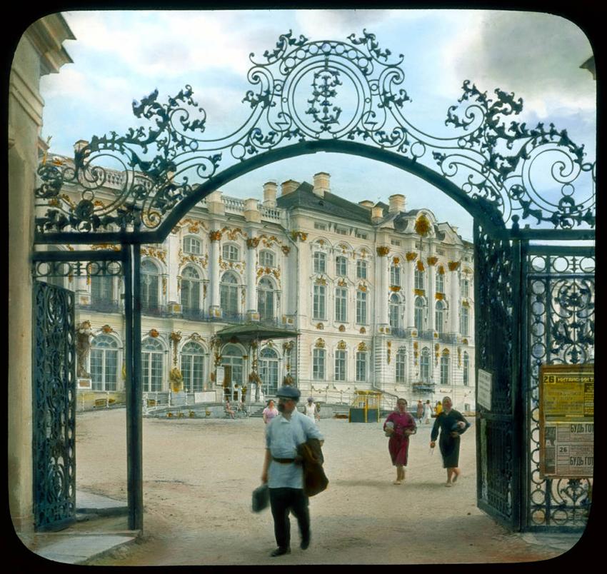Vhod v Katarinino palačo v mestu Puškin, 1931.