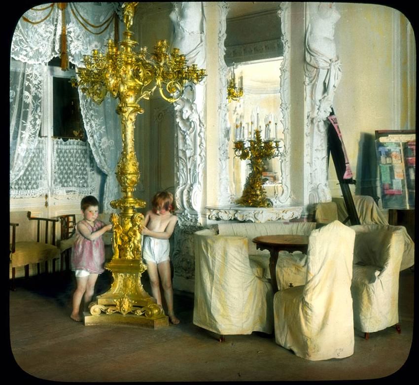 Jelaginovo palačo so spremenili v delavski klub. Leningrad, 1931.
