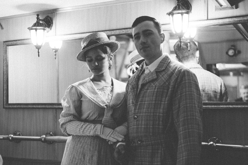 """Pošto smo znali da je ovaj parobrod stariji od 100 godina, došli smo na ideju da napravimo snimanje na njegovoj palubi.""Na slici: Elena Zubareva i Oleg Volgin."