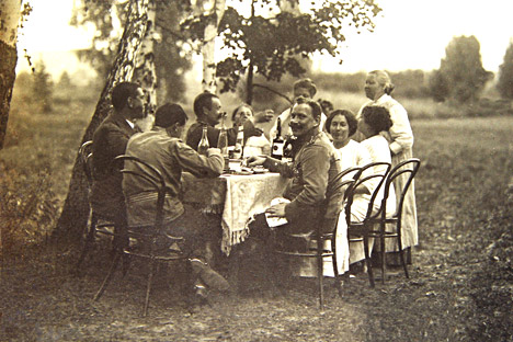 Dinner party. Source: PhotoSoyuz/Vostock-Photo