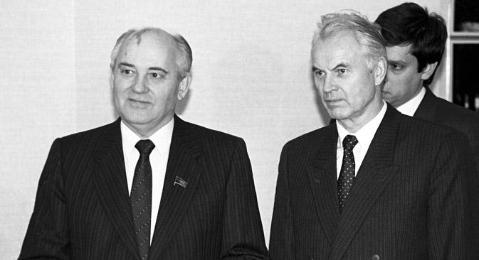 Michail Gorbatschow traf sich mit Hans Modrow im januar 1990 in Moskau.