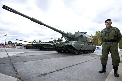 Cañón de autopropulsión 2S35 en la plataforma del Coalición-SV colocada sobre el Armata en la Exposición de Armas Rusas.