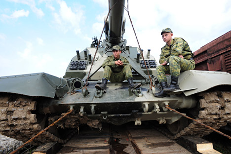 A MSTA self-propelled howitzer seen on train ready to set off for West 2009 exercise from Naro-Fominsk, Russia. Source:  Sergey Pyatakov / RIA Novosti