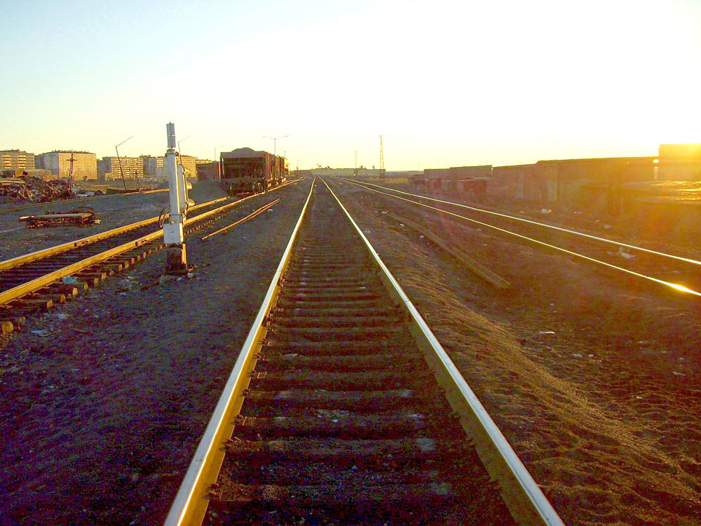 Electric propulsion was dismantled, since the railroad owner opted for diesel operation instead.// Golikovo station outside Norilsk