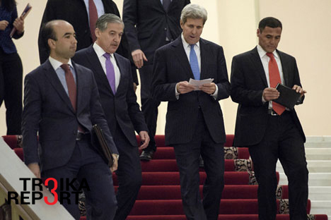 Tajikistan's Foreign Minister Sirodjidin Aslov (2nd L) and U.S. Secretary of State John Kerry after a meeting with Tajikistan's President Emomali Rahmon at the Palace of Nations in Dushanbe, Nov. 3, 2015.