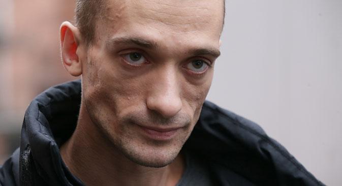 Durante protesto em 2013, Pavlenski pregou testículos no chão da Praça Vermelha