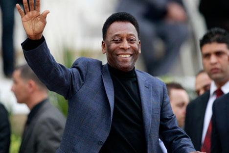 Pelé integrou seleção brasileira que venceu os mundiais  de 1958, 1962 e 1970