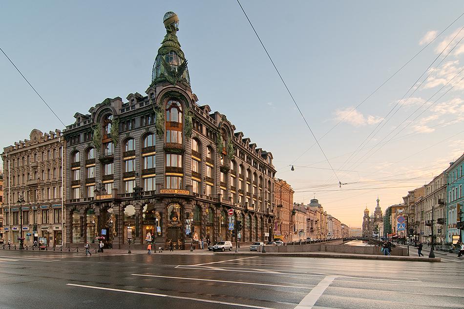 Името на Санкт Петербург може и да се произнася трудно, но със сигурност няма начин да се объркате със старото съветско име Ленинград. Затова помага и фактът, че околността се нарича – момент, Ленинградска област. Абсолютно логично.