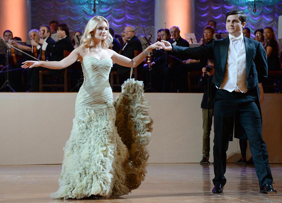 Jelisaweta Peskowa, die Tochter des Pressesprechers von Wladimir Putin, Dmitri Peskow, als Debütantin beim Tatler-Ball. Die Töchter berühmter Politiker, Schauspieler und Sportler sind jedes Jahr als Debütantinnen zum Tatler-Ball in Moskau eingeladen.