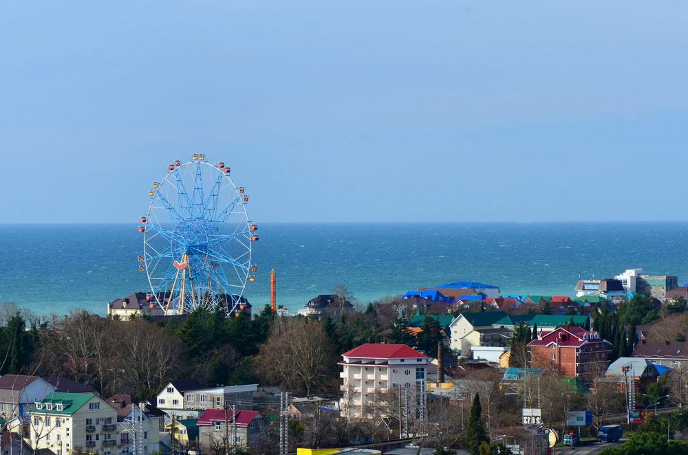 Najvišje panoramsko kolo v Rusiji (83 metrov) se nahaja v mestu Lazarevskoje na Črnem morju, 70 km severno od Sočija. Zagnali so ga leta 2012.