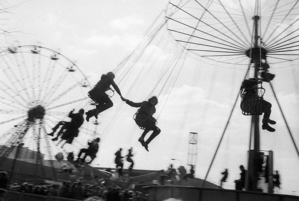 Kljub komunistični mantri, da so vsi državljani enaki, je bilo očitno, da so bili Moskovčani »bolj enaki« od drugih. Imeli so boljša zabaviščna mesta v parkih Gorki in Sokolniki, ki so predstavljala največje sanje vsakega sovjetskega otroka. / Na sliki: Park Sokolniki, julij 1983.