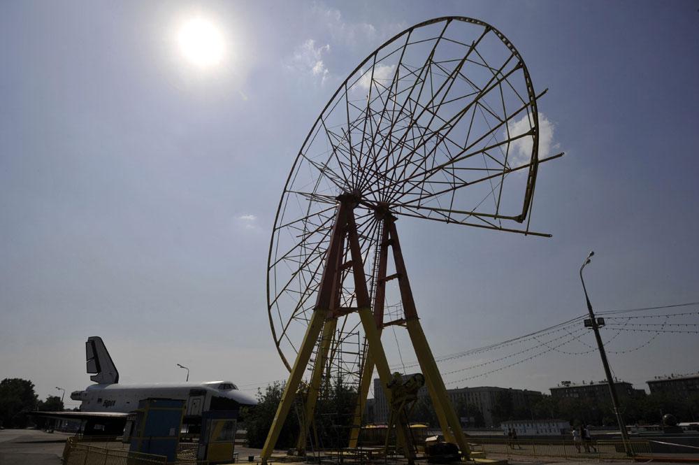 Največje panoramsko kolo v Moskvi doživlja usodo svojega »brata« v parku Gorki, ki so ga odstranili leta 2011.