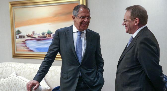 Il ministro russo degli Esteri Sergei Lavrov, a sinistra, con il suo vice Mikhail Bogdanov