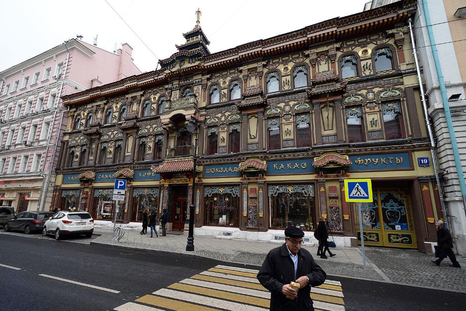 Das Teehaus der Kaufmannsfamilie Perlow auf der Mjasnitskaja-Straße in Moskau wurde in den 1890er-Jahren im chinesischen Stil erbaut. Gerade wurden die Renovierungsarbeiten im Erdgeschoss abgeschlossen.