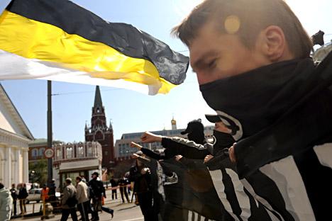 Activistes du Mouvement contre l'immigration illégale à Moscou en mars 2009. Ce mouvement nationaliste a été déclaré illégal en 2011.