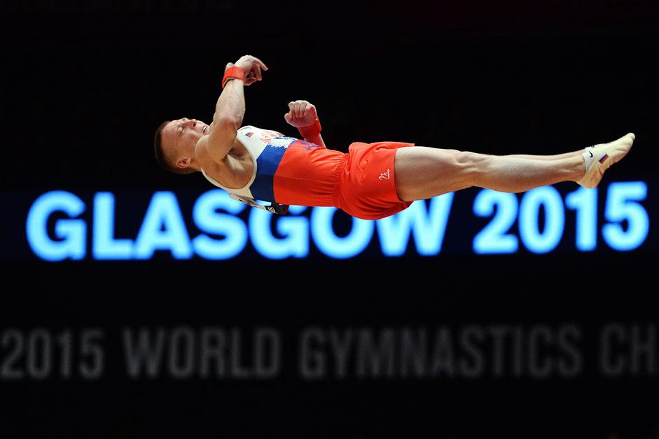 Руският спортист Денис Аблязин по време на състезанията по многобой в рамките на световното първенство по спортна гимнастика в Глазгоу.