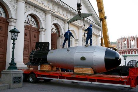 """Model termonuklearne bombe AN602, predan Saveznom nuklearnom centru Sarov (RFNC-VNIIF), na izložbi """"70 godina nuklearne industrije. Lančana reakcija uspjeha"""" u Manežu u Moskvi."""