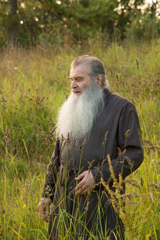 17世紀に修道院の威力が増したことで、国との対立が生じてしまう。ソロヴェツキー諸島の修道士は、アレクセイ・ミハイロヴィチ帝に信頼されていたモスクワ総主教ニコンの宗教改革に反対し、8年間、皇帝軍に対して防衛を続けた。