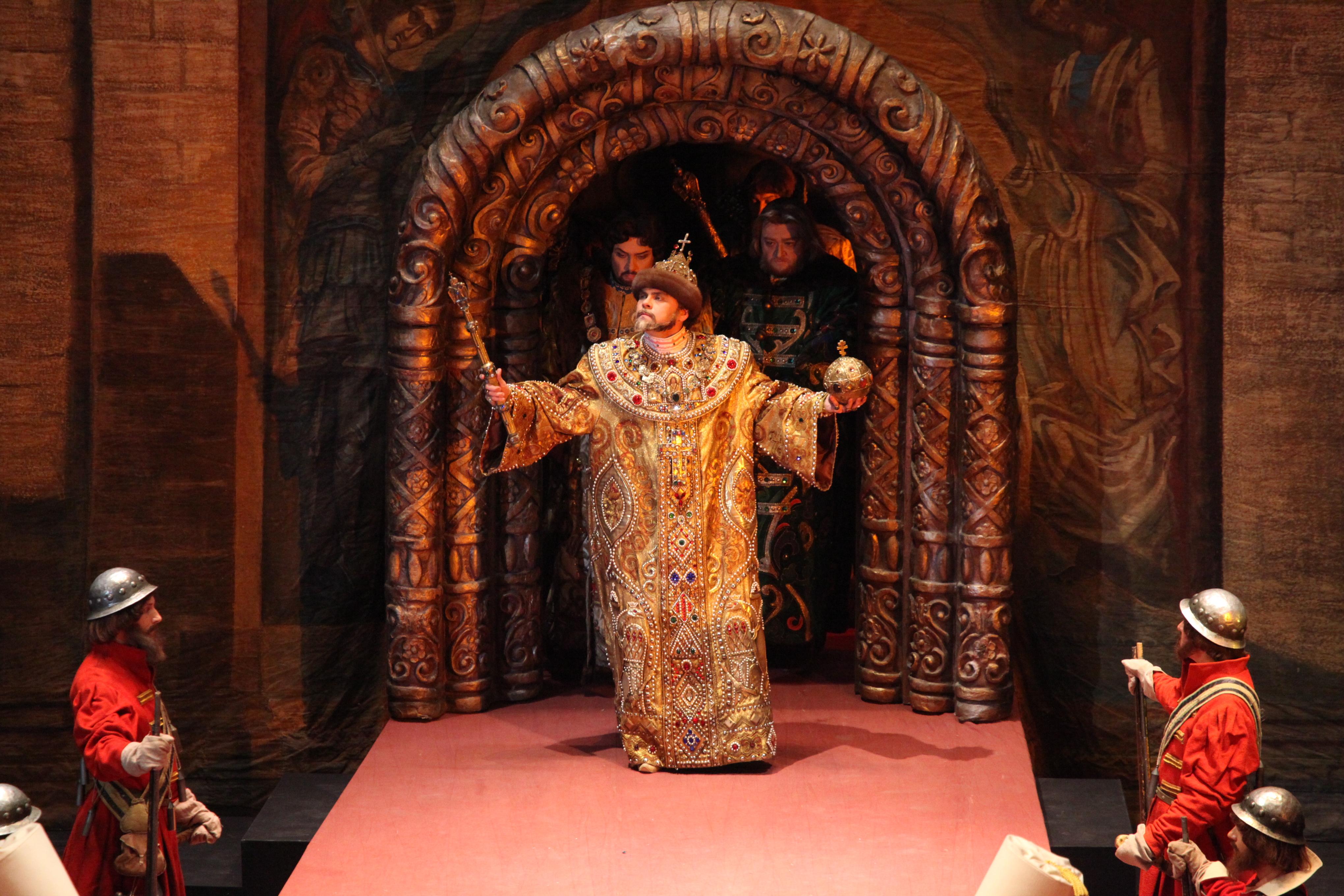 Всеки костюм за операта или балета на Болшой е произведение на изкуството.