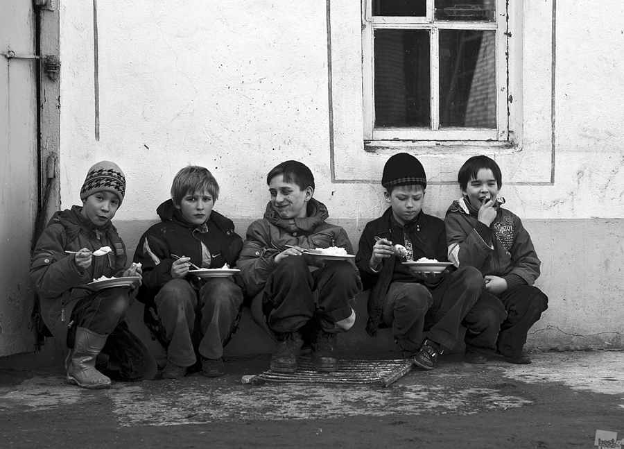 """The little sparrows"". Mogochino village, Tomsk Oblast."
