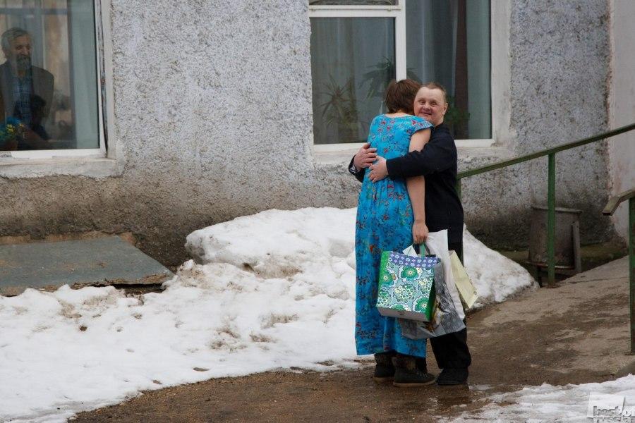 Les volontaires sont arrivés. Maison d'accueil pour personnes âgées et handicapées. Viazma, oblast de Smolensk.
