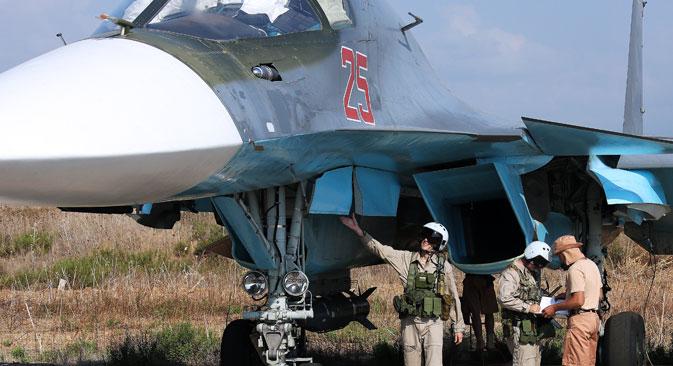 Bombardeiros Su-34 atacaram posições do EI em Latakia