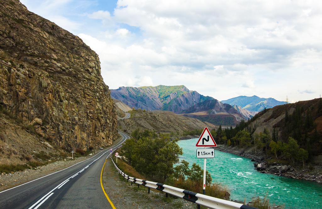 昨年、「ナショナル・ジオグラフィック・トラベラー」誌のロシア語版は、チュイスキー・トラクトを世界で最も素敵な車の長旅10選の一つに数えて特集した (ナショナル・ジオグラフィック・トラベラー誌、第42号、2014年4〜5月)。同誌は、この道路を米国のダルトンハイウェイやアルゼンチンの国道40号線と同じ格の道路とみなし、「チュイスキー・トラクトを横断するのはロシアを横断するのと同じことだ」とコメントした。