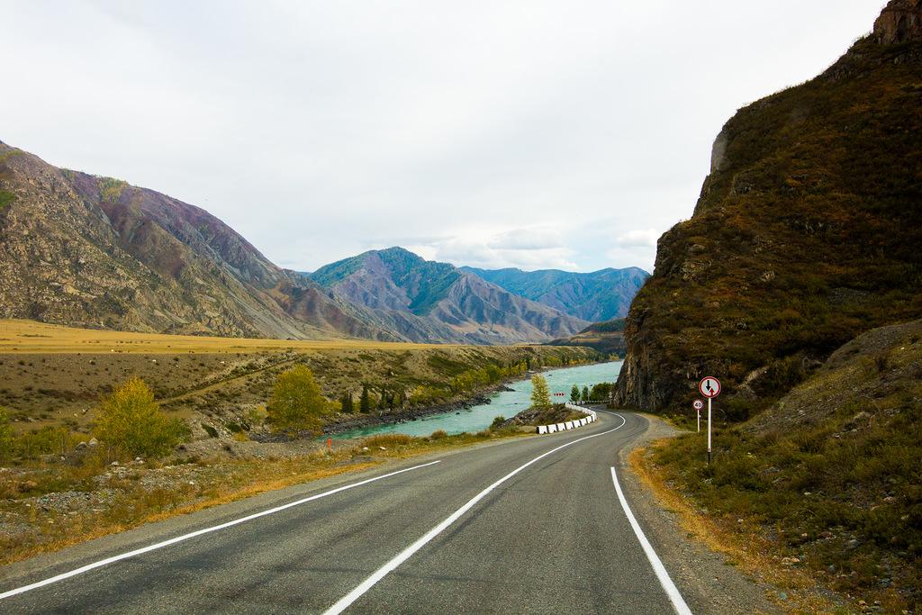 「また、カトゥニ川沿いには居心地のよいモーテルもあった。近隣の湖まで乗馬する日帰り旅行のガイドツアーもある。車で行くほうが簡単だが、乗馬は素晴らしい体験になるので、時間と労力を費やす価値がある」