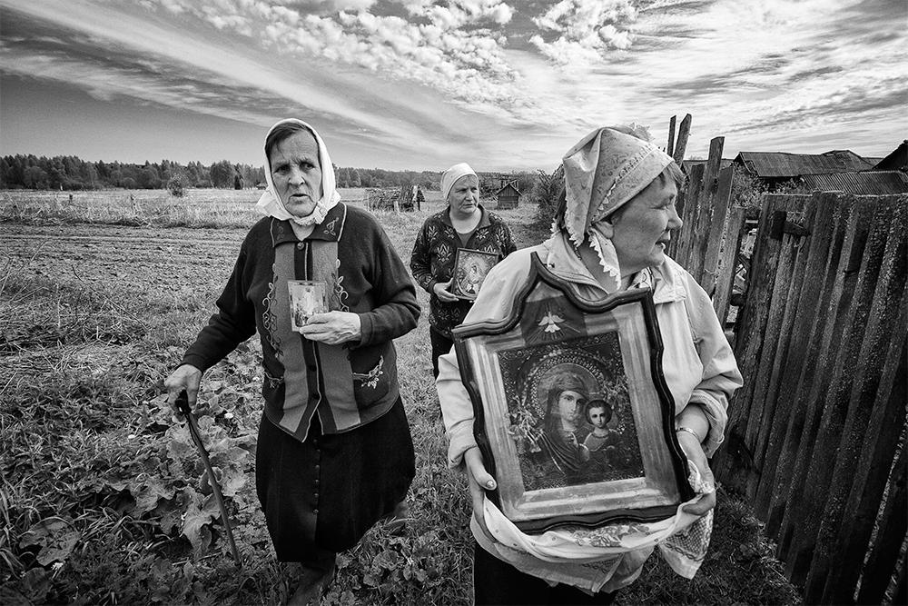 И покрај тоа што со години живеат покрај Русите и одржуваат блиски врски со нив, тверските Карели настојуваат да го зачуваат својот јазик, култура, обичаи и традиции.