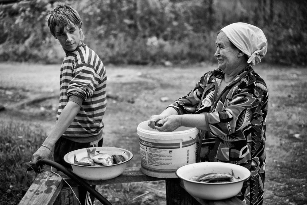 Но, младите заминуваат од селото. Останати се само три деца.