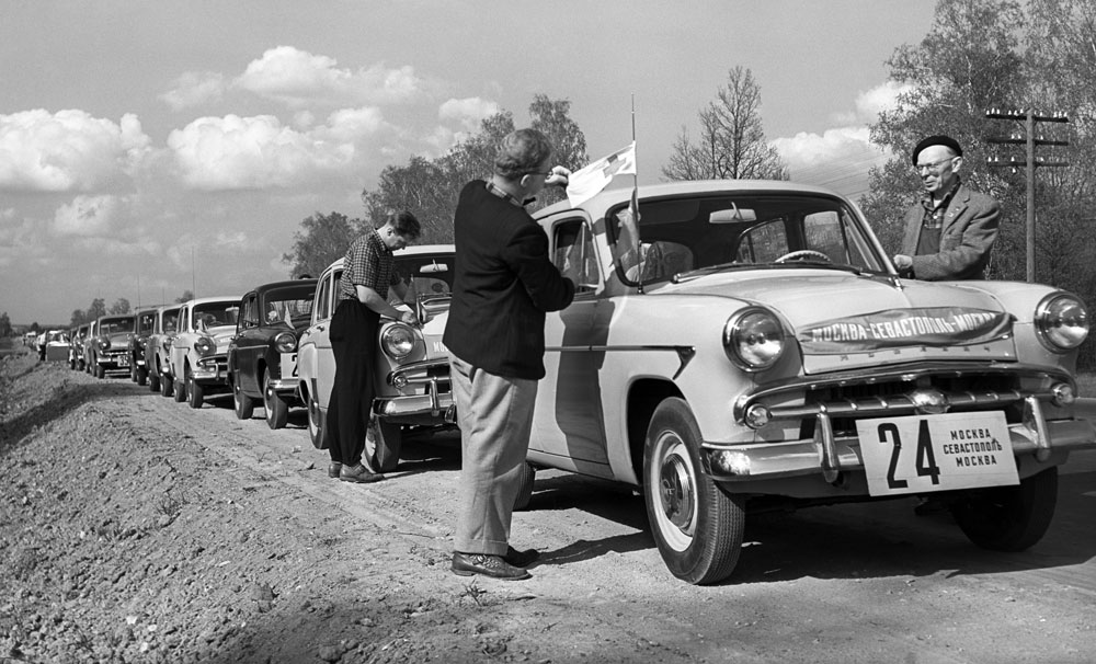 In the 1950-60s Moskvich did not rest on its laurels. The plant produced tens of thousands of new cars yearly and churned out plenty of new models, including the highly successful saloon car Moskvich-407, which received an award at Expo 58 in Brussels. //Rally Moscow-Sevastopol. 1959