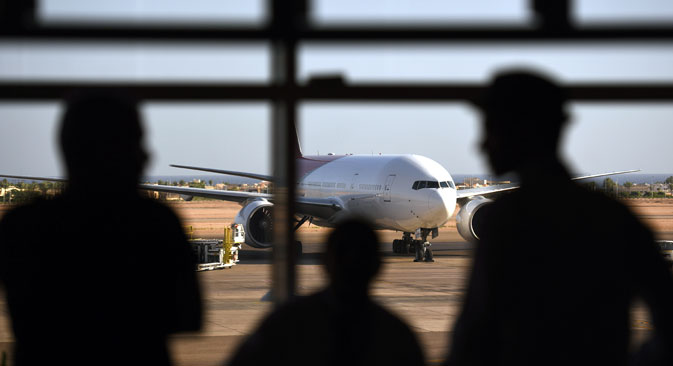 Tourists look out at a Russian plane on the tarmac of the airport in Egypt's Red Sea resort of Sharm el-Sheikh on November 6, 2015.