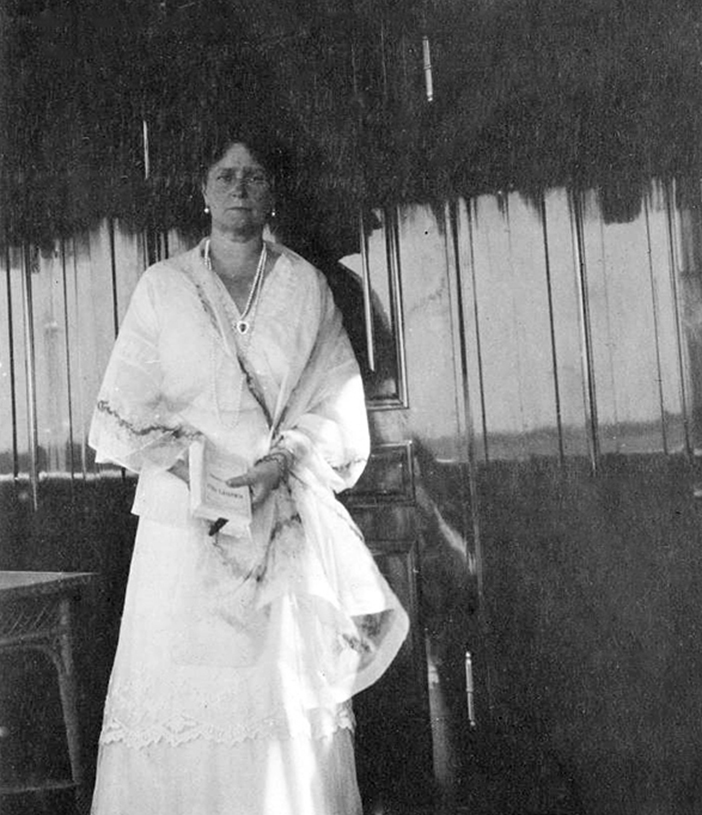 Zum Hoffräulein wurde Anna Wyrubowa im Januar 1904 ernannt. Feierliche Empfänge und öffentliche Auftritte zu organisieren und die Zarin zu begleiten, war ihre Aufgabe. Als gute Freundin der Zarin verbrachte sie mehrere Jahre im engsten Familienkreis. // Zarin Alexandra Fedorowna.